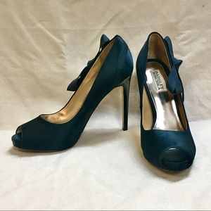 Badgley Mischka Satin peep toe pumps 8.5M